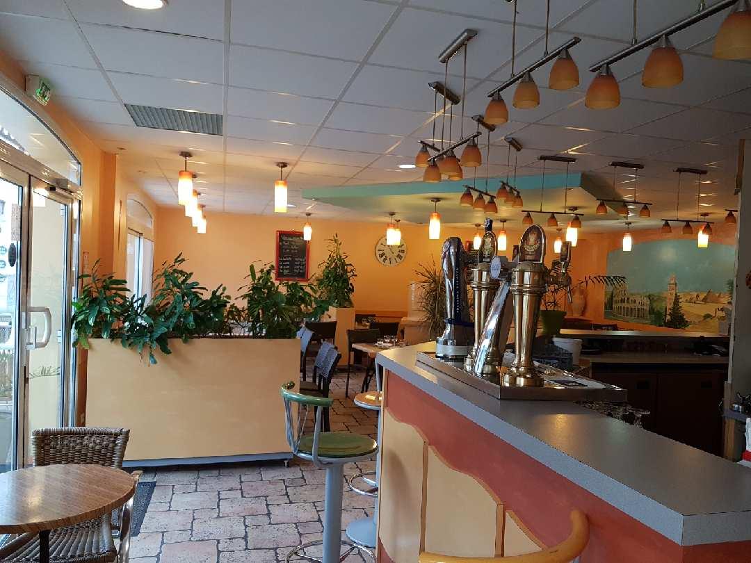 Salle et bar du restaurant La Fontaine des Halles - Poitiers
